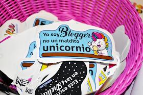 pegatina: yo soy blogger no un maldito unicornio