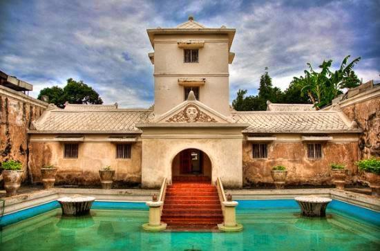 Eksotisme Istana Air Tamansari