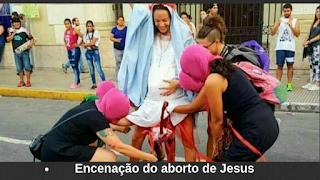 Maria abortando Jesus em protesto feminista