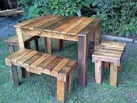 juego de comedor con palets de madera desarmados
