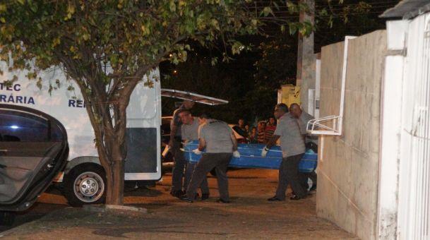 O técnico de laboratório Sidnei Ramis de Araújo, de 46 anos, aproveitou a queima de fogos durante a virada do ano, pulou o muro de uma casa em Campinas (interior de SP) e matou 12 pessoas, entre elas sua ex-mulher Isamara Filier, de 41 anos, e o filho