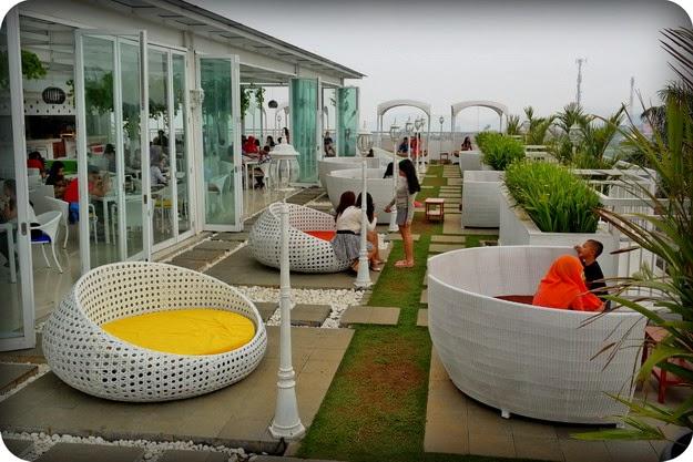 Perjalanan Tak Berujung Nicole S Kitchen Lounge Tempat
