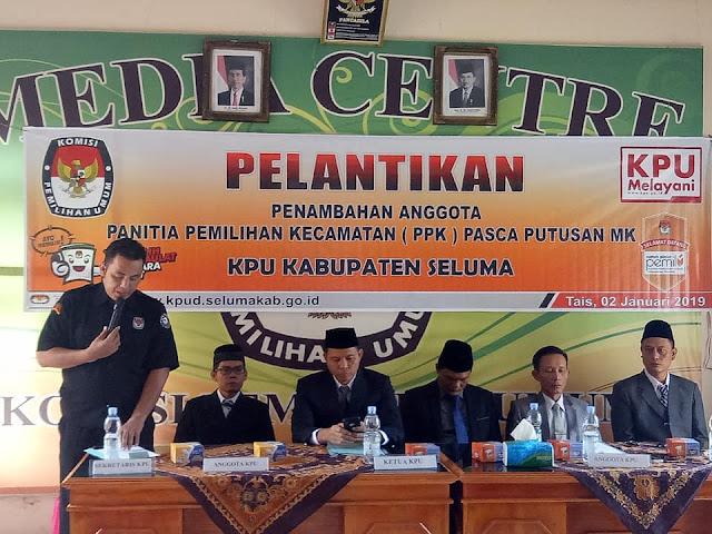 Menurut Ketua KPU Seluma, Sarjan Efendi, bahwa sesuai dengan keputusan MK tersebut maka pihaknya telah melakukan pelantikan terhadap 28 orang anggota PPK, untuk...