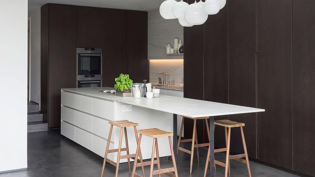 5 soluciones de islas de cocina con mesa para comer