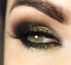 maquillage des yeux pour les fêtes smoky eye paillettée
