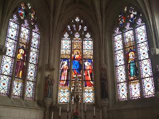 les vitraux de l'église de palluau sur indre
