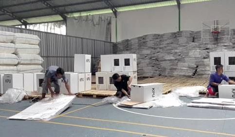 Perakitan kotak suara Pemilu di Lumajang
