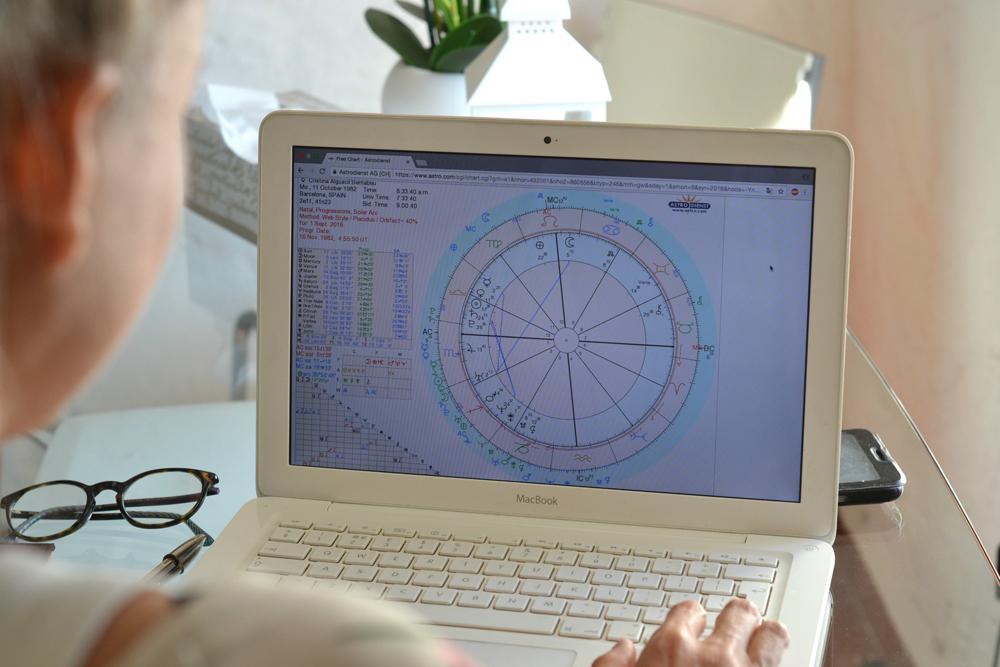 Entrevista a Cristina Bernabeu, conoceremos de una manera más próxima algunos aspectos de la astrología