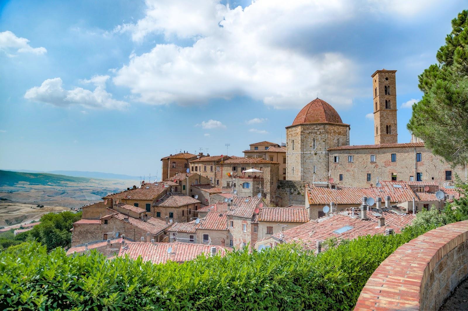 Volterra e dintorni un weekend tra le bellezze della for Disegni di case toscane