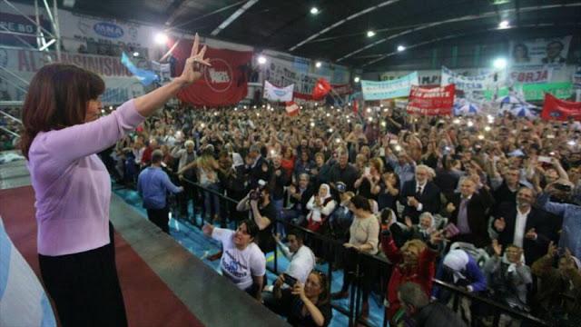 """Cristina Fernández busca """"un gran frente ciudadano"""" contra Macri"""