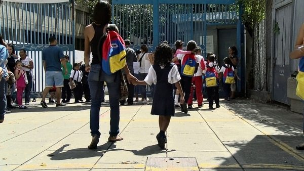 Crece en Venezuela el drama de las familias fracturadas: Padres que se van, niños que se quedan