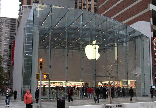 Tinuku Apple and Amazon lead market value of $1 trillion