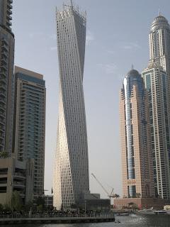 rascacielos retorcido