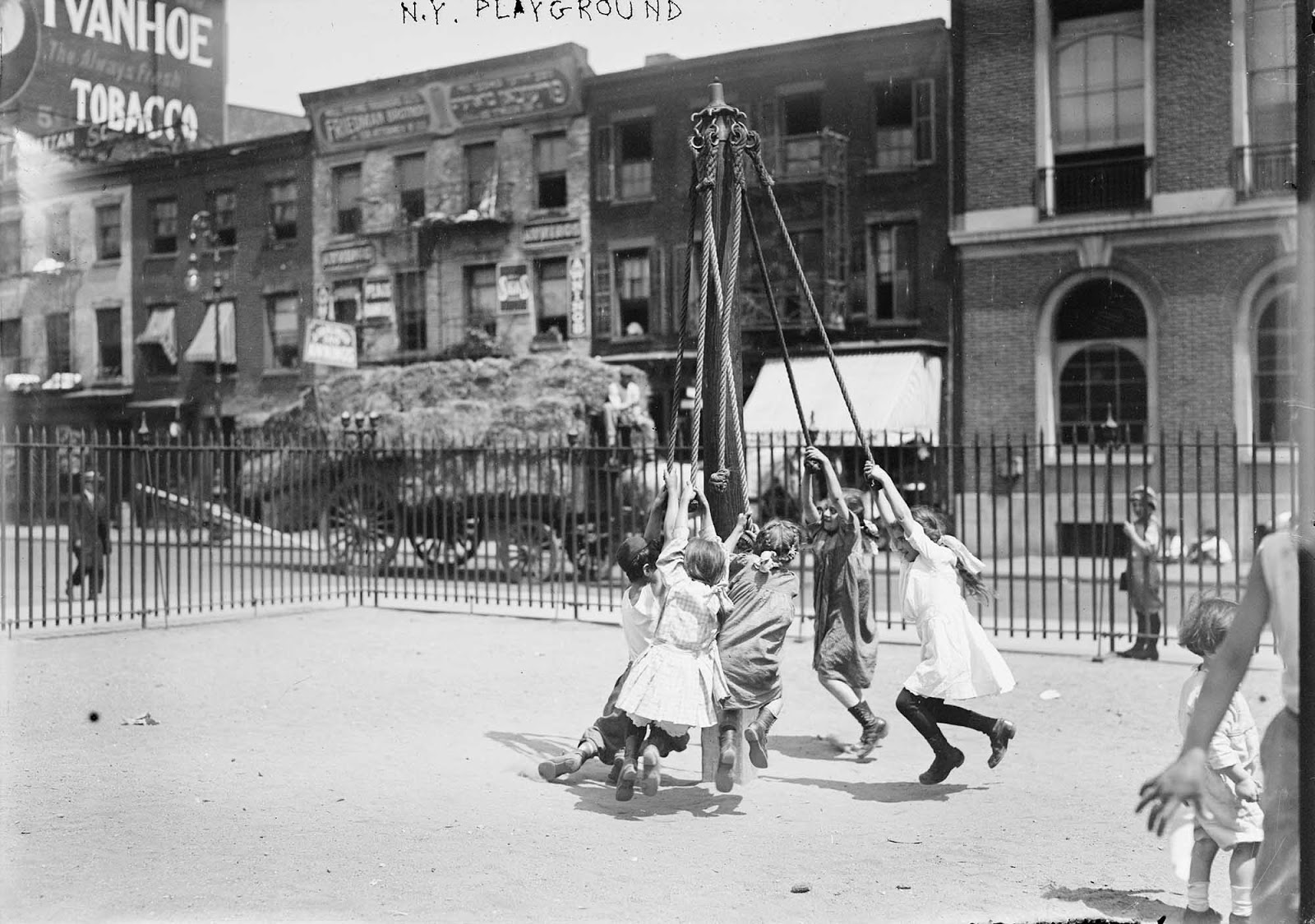 Playground in New York. 1910-1915.