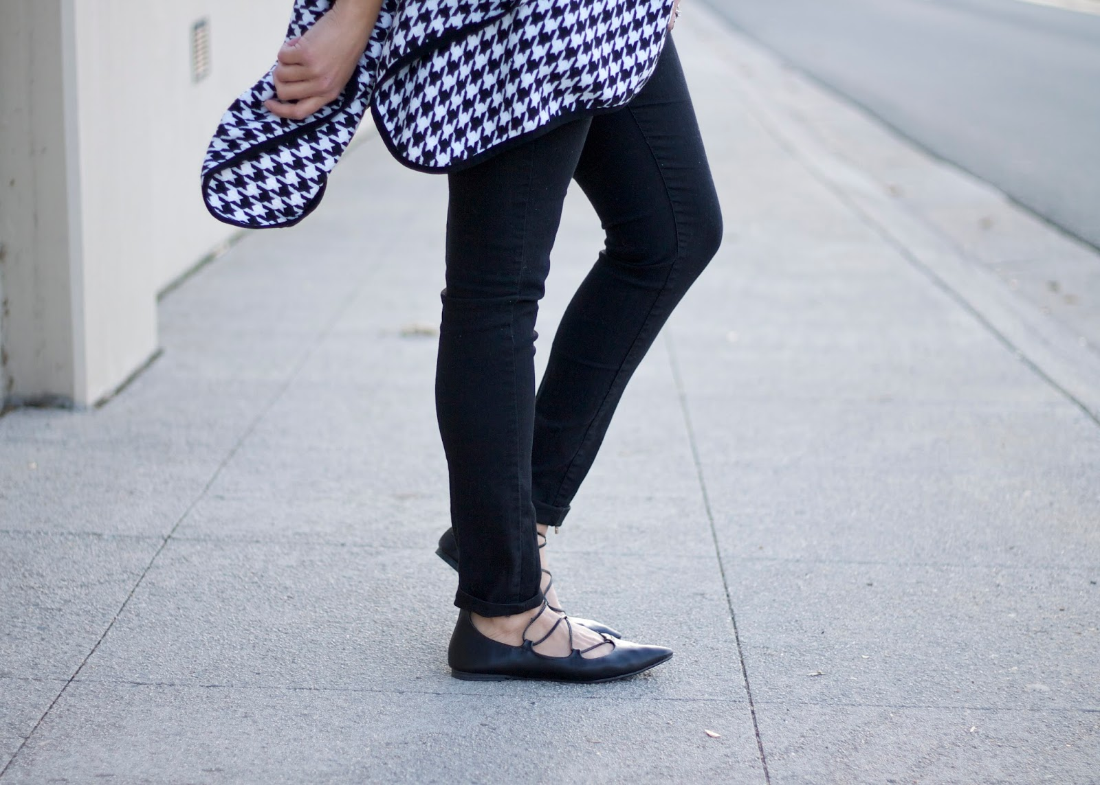 old navy lace up flats, gap lace up pointed flats, lace pointed flats, cool flats in 2015, black ballet flats