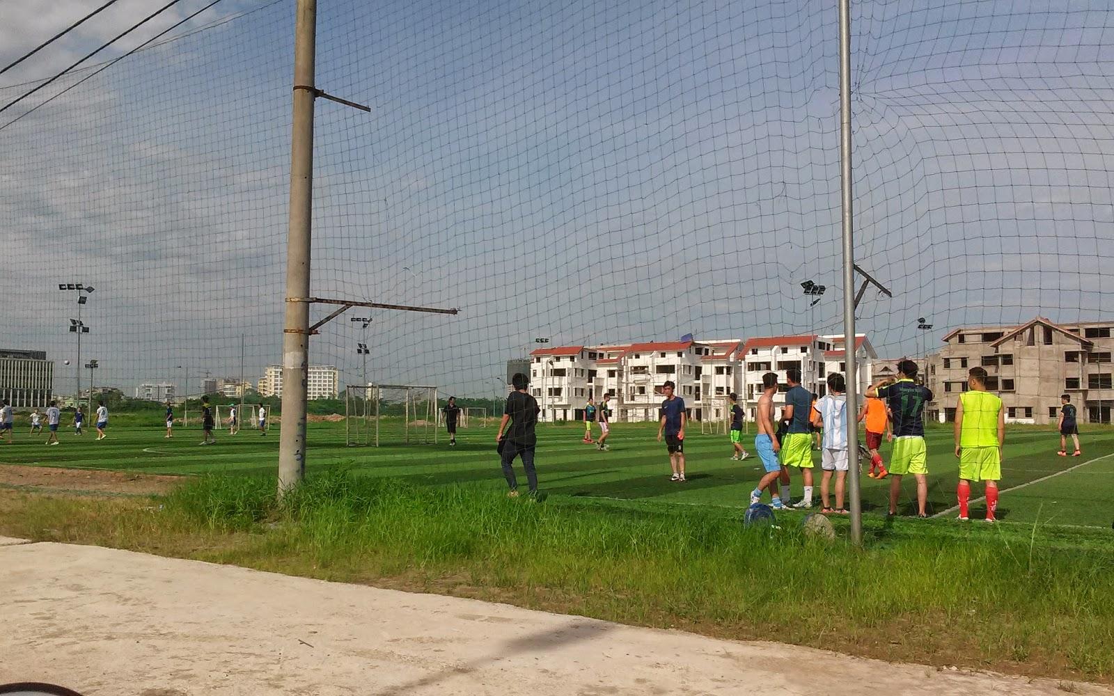 Sân bóng tại thành phố giao lưu