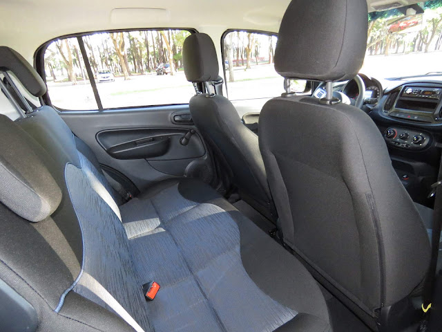 Fiat Uno 2017 Attractive 1.0 - espaço traseiro