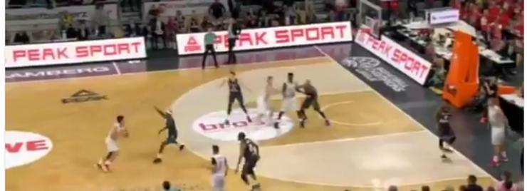 basketball-court-players-photo