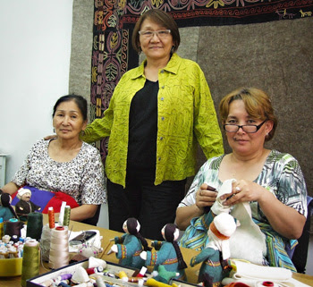 kyrgyzstan art craft textiles, kyrgyzstan holidays tours, silk road tours
