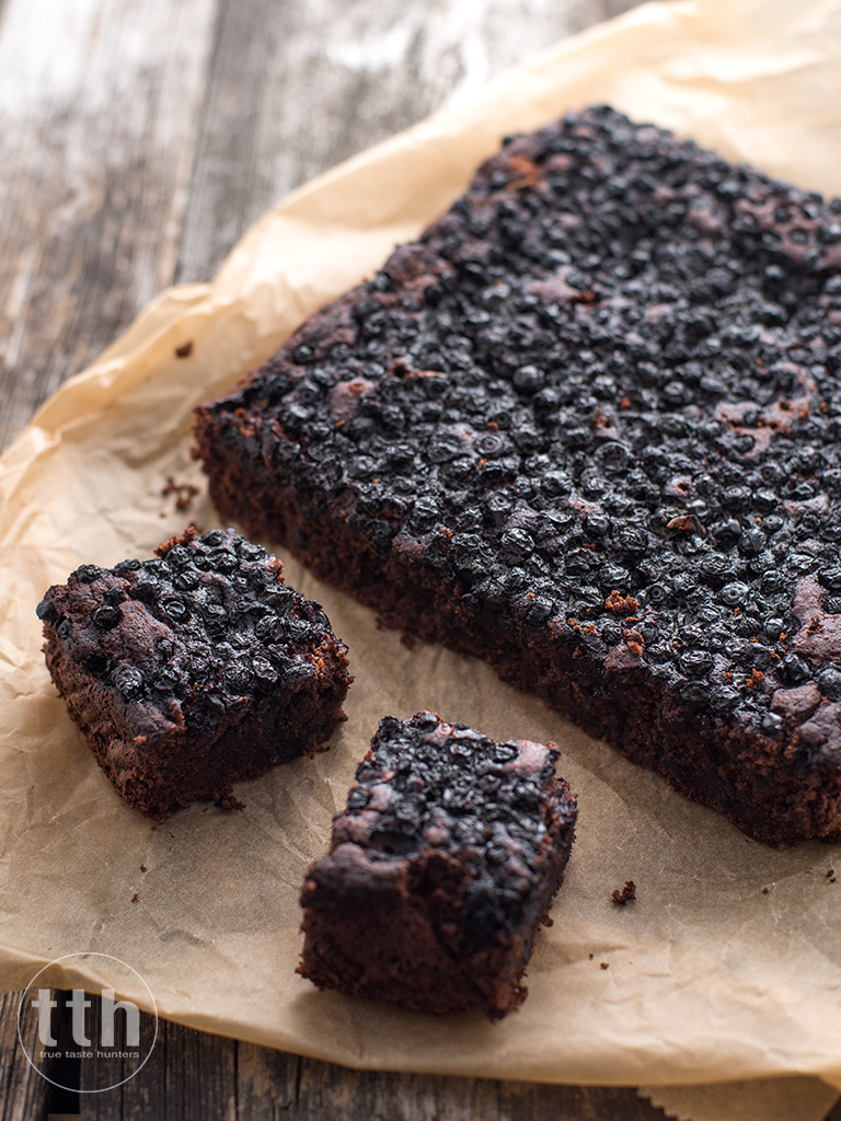 Brownie z jagodami - przepis (weganskie, bezglutenowe, bez cukru)