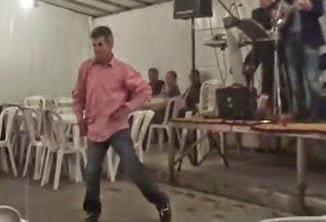 ΕΛΑ ΡΕ ΤΡΙΚΑΛΑ ΜΕ ΤΑ ΩΡΑΙΑ ΣΟΥ – Τρικαλινός χορεύει και δίνει «ρέστα»! Απολαύστε τον! [video]