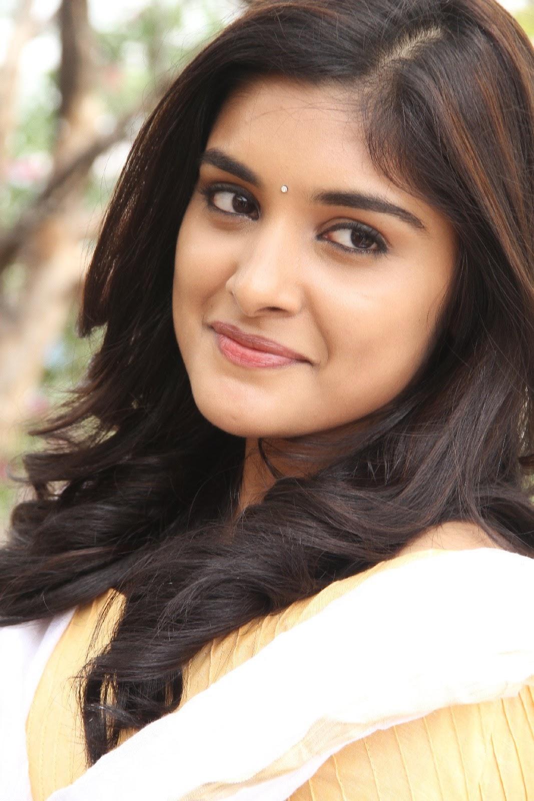 Niveda Thomas In Veruthe Oru Bharya Niveda Thomas Actress ...