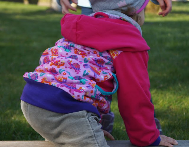 Ein Kindergeburtstag in kunterbunten Babauba-Jacken (+ Verlosung) Kindermode Kinderkleidung Label Kapuzenjacke Hoodie Softshelljacke bunt knallig farbenfroh Mädchen Junge Gewinnspiel Gutschein