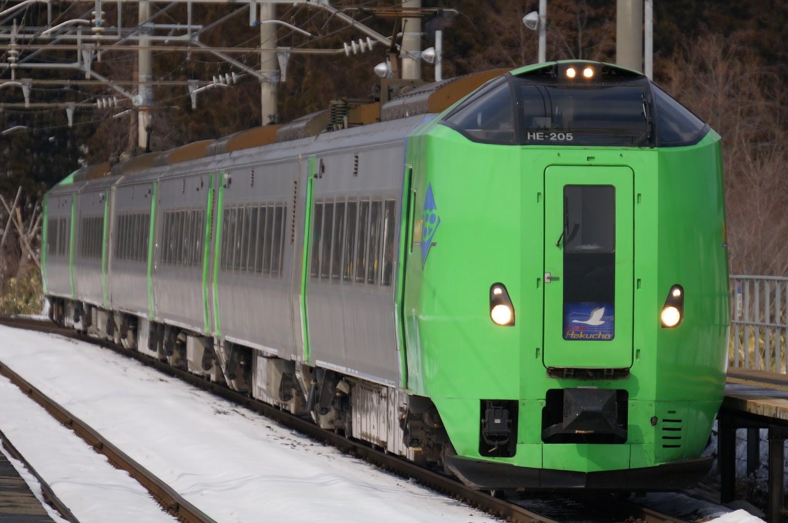 蟹田駅に到着するJR北海道789系