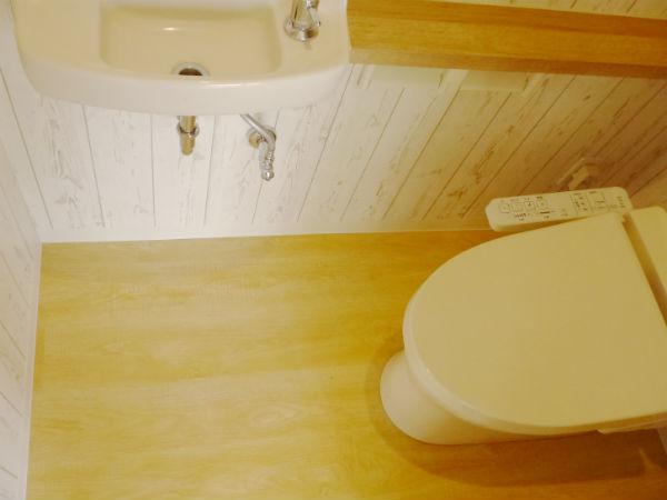トイレ施工写真(SPCフローリング イエローリングア)