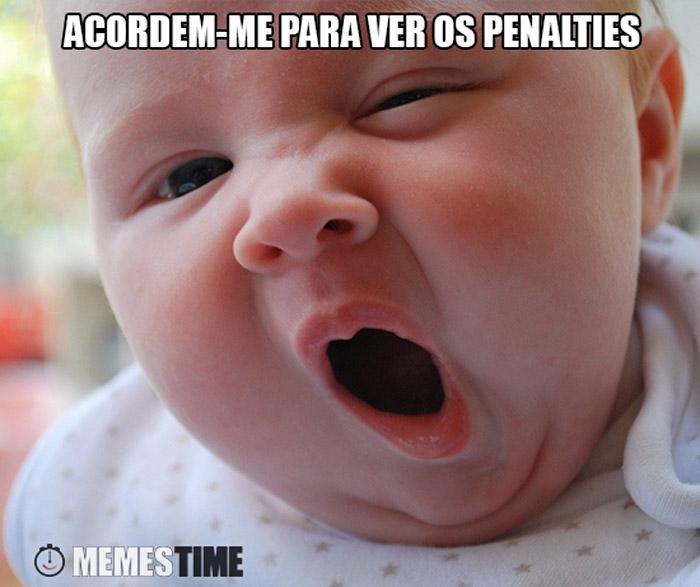 Meme bebé sonolento – Acordem-me para ver os penalties