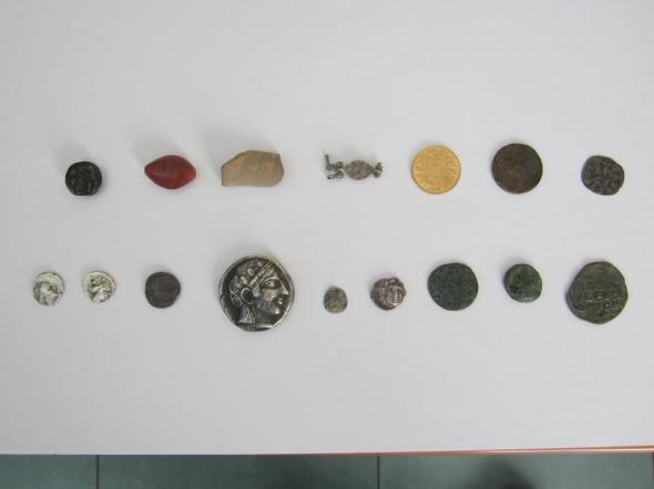 Συλλήψεις αρχαιοκάπηλων στην Αχαΐα – ΦΩΤΟ