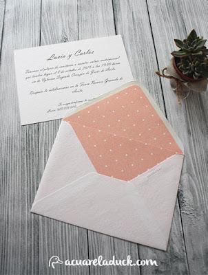 Invitación sobre forrado rosa