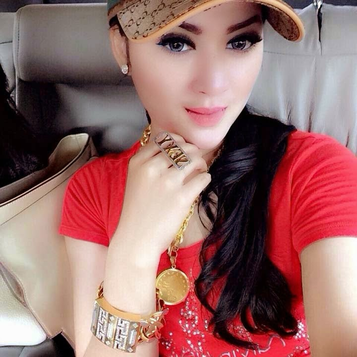 Foto Hot Seksi Hiara Cleopatra Si Cantik Mirip Syahrini