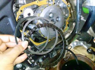 Motor Anda Kurang Tenaga? 6 Ciri Kampas Kopling Habis Ini Bisa Jadi Penyebabnya!