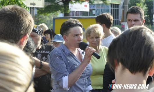 Nadejda Savchenko pelted with eggs by the Right Sector [Video]