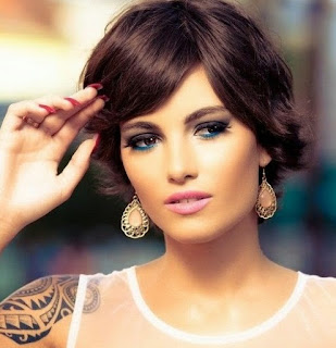 Gaya Rambut Pendek Untuk Wanita