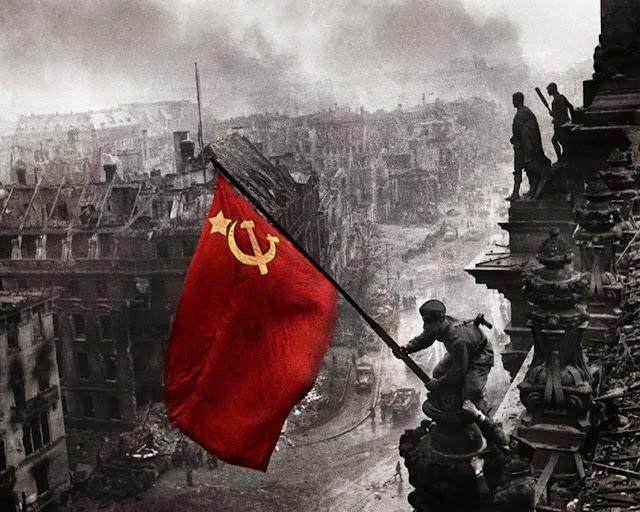 http://4.bp.blogspot.com/-ipSYvuf0-rY/VRKvVt9uyjI/AAAAAAAADqA/-aXd3G_00rI/s1600/berlin-1945.jpg
