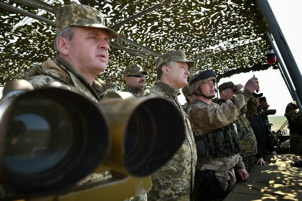 Poroshenko attended military exercises at a military training ground in the Mykolaiv region