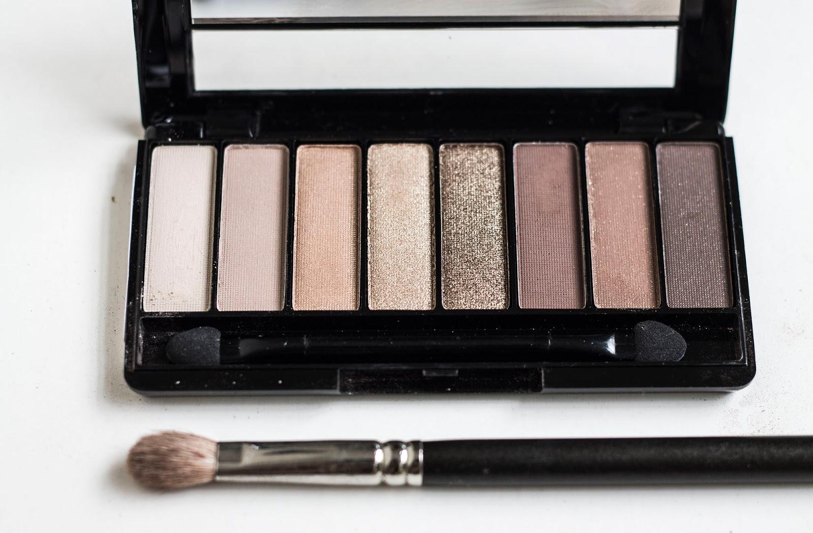 La nueva paleta Magnif´Eyes Eyeshadow se compone de 8 diferentes sombras compactas para lograr un maquillaje profesional. Se pueden utilizar en seco o ...