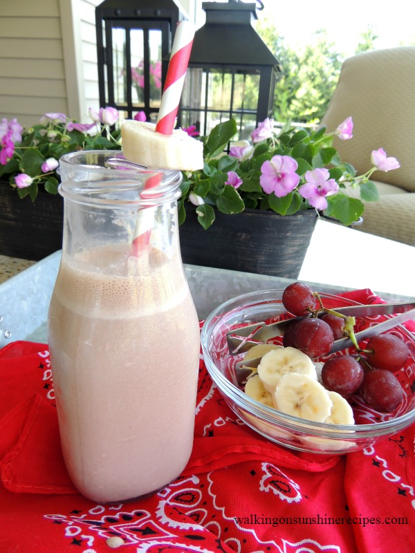 Chocolate Banana Smoothie from Walking on Sunshine.
