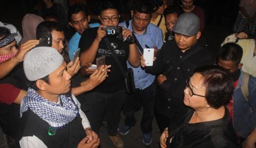 Ratusan Orang Siap Bubarkan Aksi 1000 Lilin Di Padang, Dengan Mengagetkan Ini...