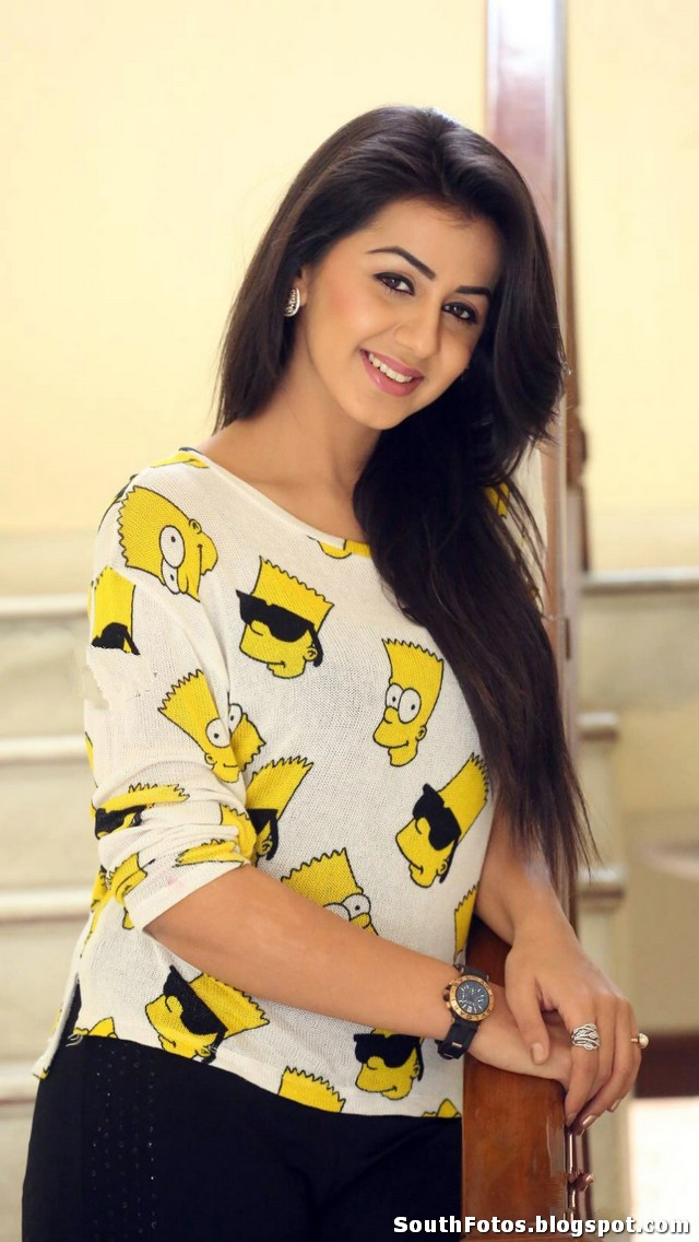 Nikki Galrani Sexy Pics