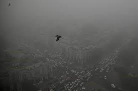 Traffic snarls, flight disruptions as smog persists in Punjab, KP