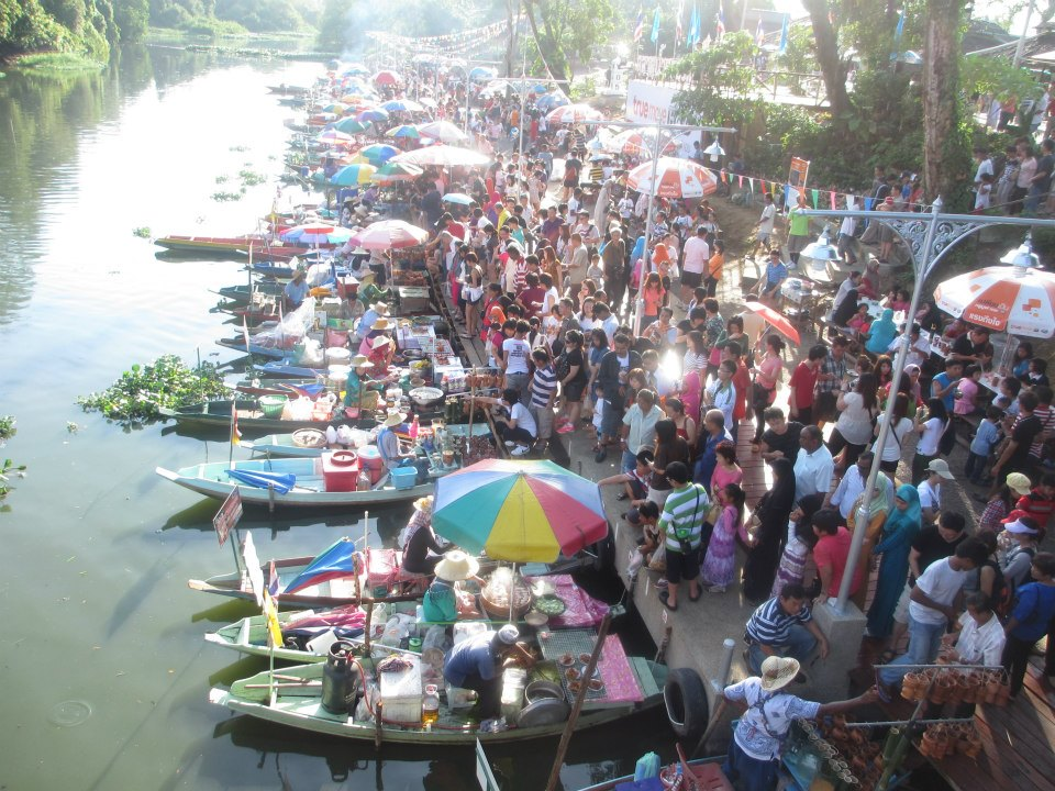 Hatyai Floating Market (only Friday, Saturday & Sunday)