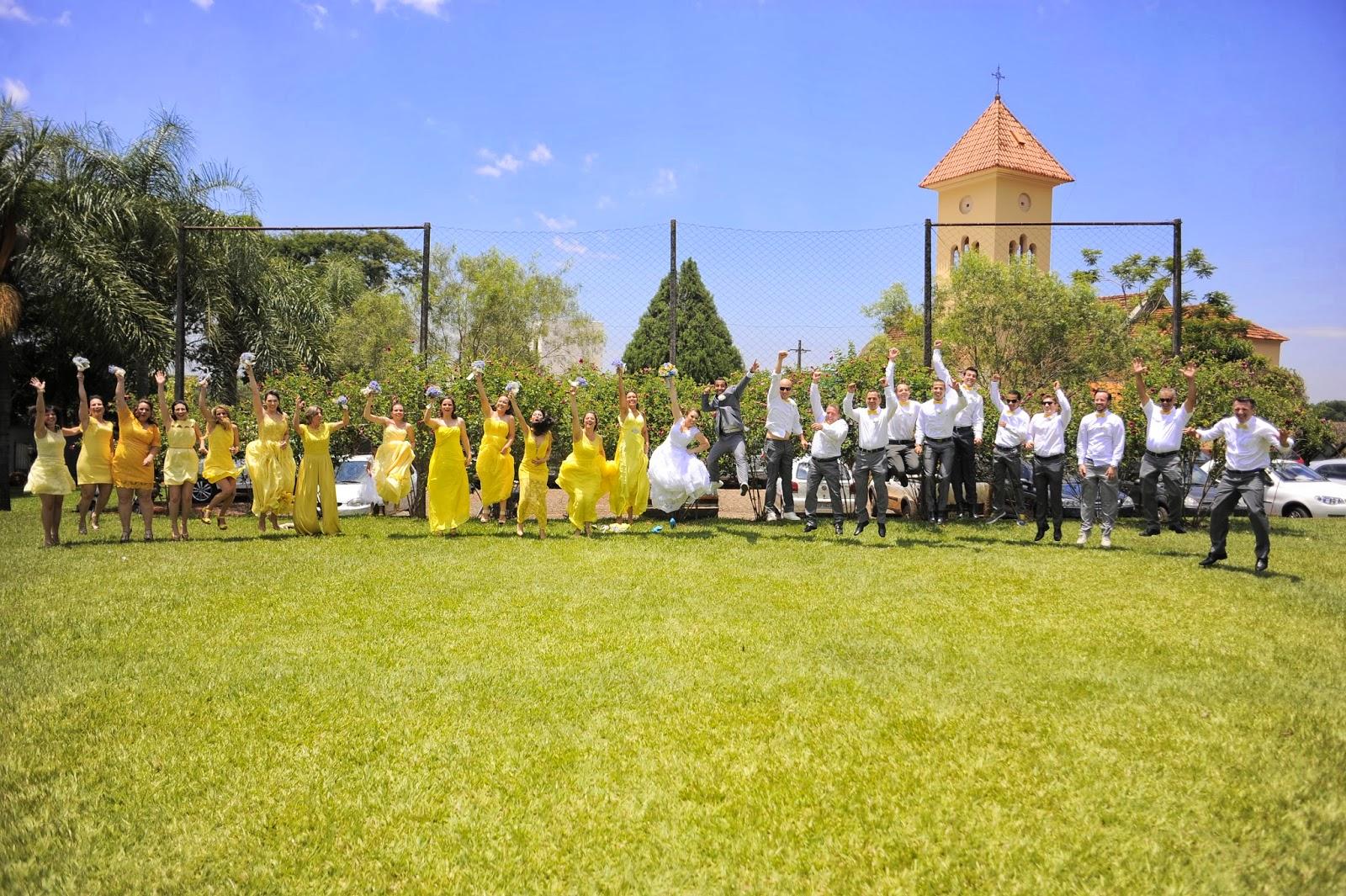 foto-divertida-padrinhos-madrinhas-casamento-dia-azul-amarelo