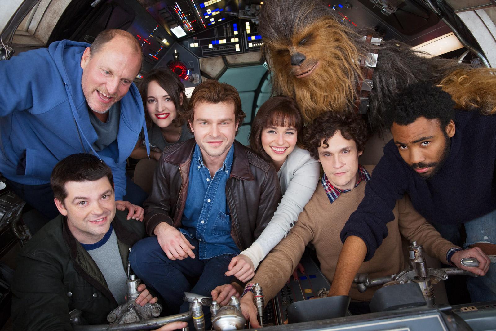 Primeira foto oficial reúne elenco de filme sobre Han Solo jovem
