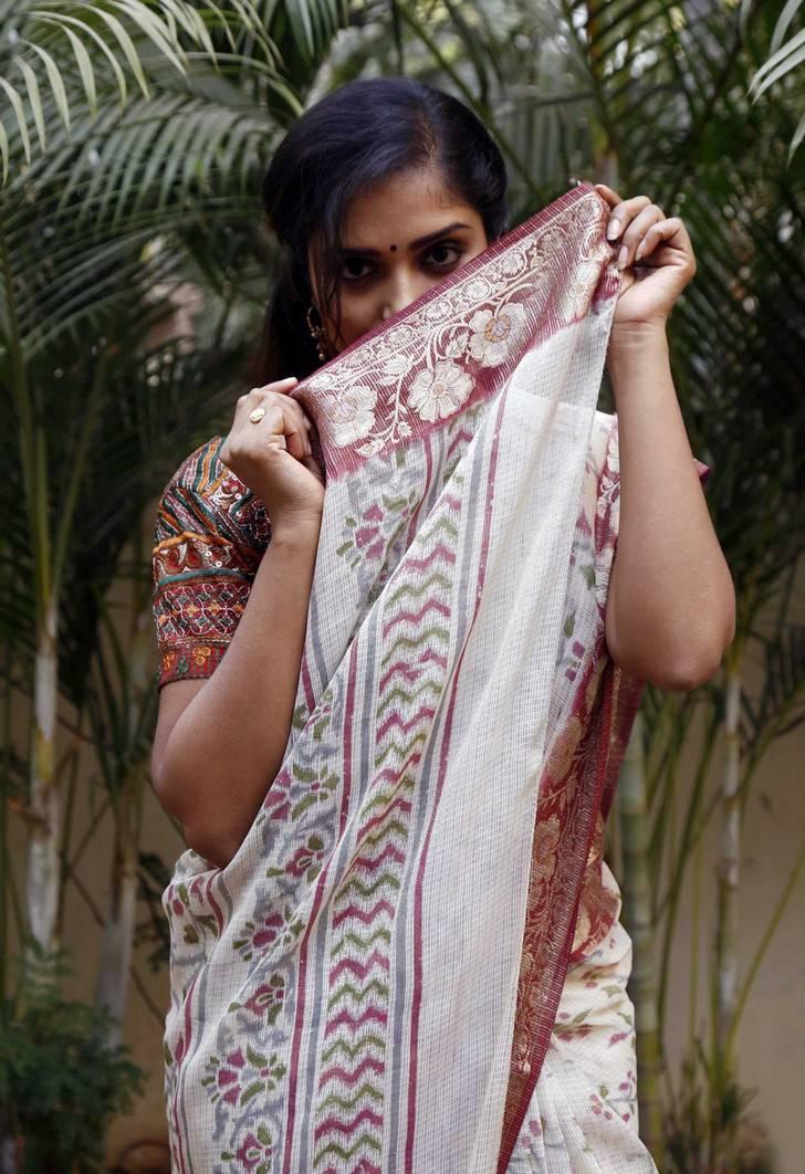 Karunya Chowdary Hot HD Saree Photos