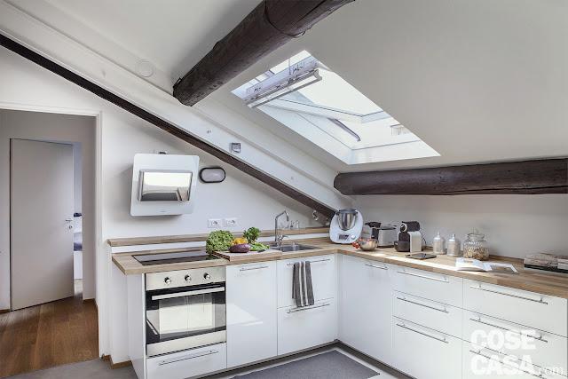 Amenajare practică într-o mansardă de 58 m² din Italia