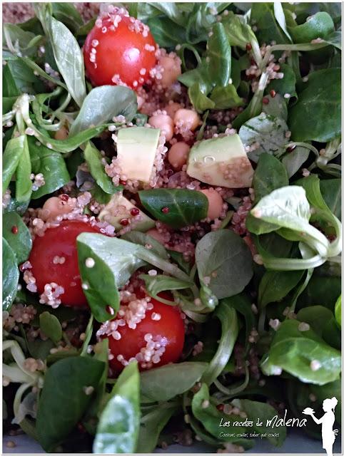 Ensalada nutritiva con quinoa integral y quinoa roja
