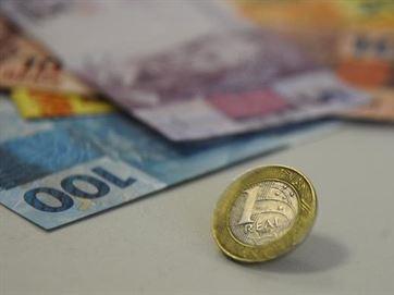 Comércio de 28 municípios paraibanos tem queda por falta de dinheiro nas agências.